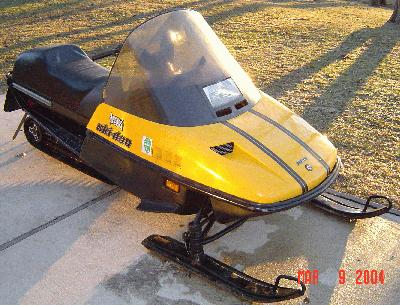 1988 Ski Doo Safari 377 http://www.dootalk.com/forums/topic/144431-can-anyone-help-and-old-fellow-restoring-a-safari-l/