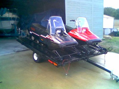 red Hamaha brovo Snowmobile